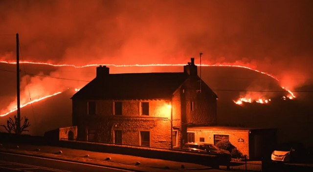 saddleworth blaze